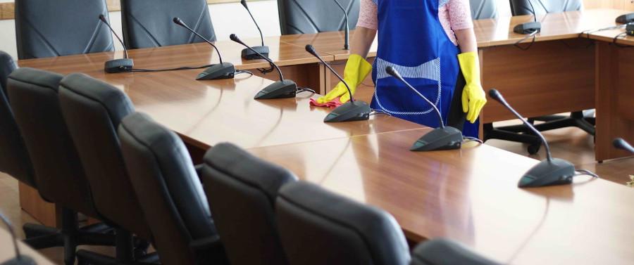 Sprzątanie sal konferencyjnych w biurach , firmach i instytucjach.